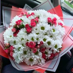 Сборный букет ромашковая хризантема и розы R1123