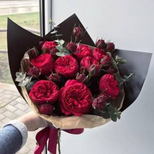 Букет 9 веток красной пионовидной розы R630